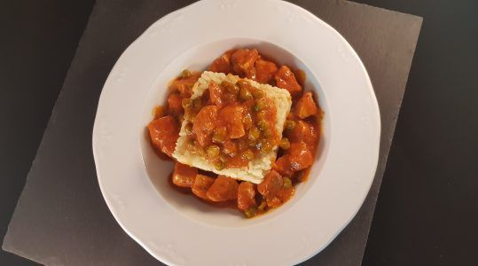 Magra con tomate y guisantes (4)